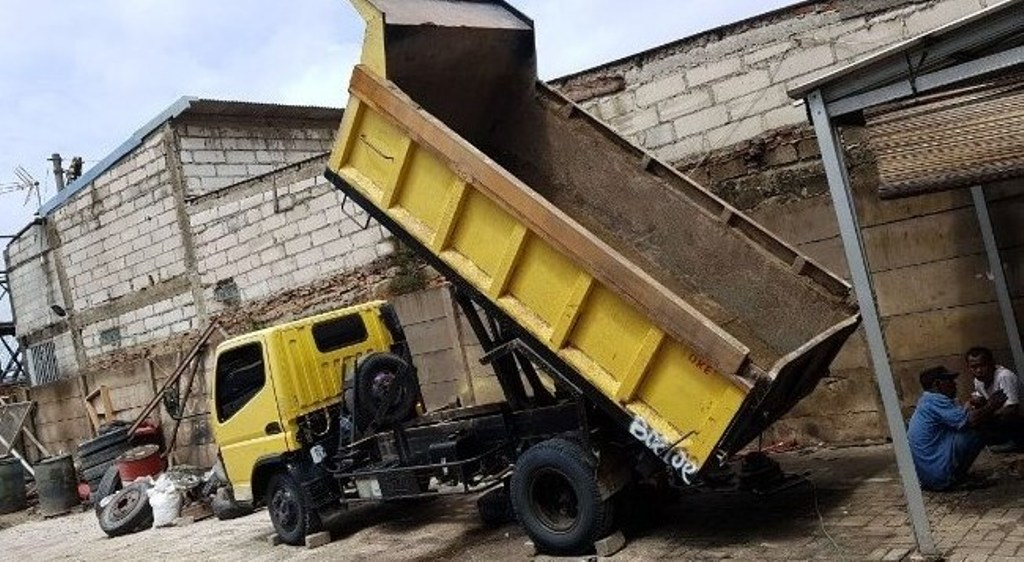 Sewa Dump Truck dan Jual Pasir Putih Bangka di Kali Baru Hub 08118168989